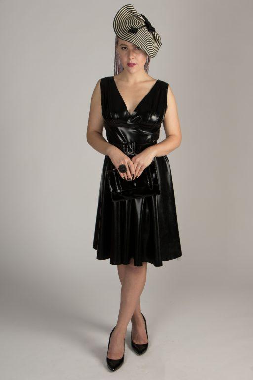 schwarzes Latex Trägerkleid, knielang, V-Dekolleté